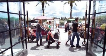 מרכז קניות שפיים יום שבת בוקר שפיים  30/04/11 תצלום דודו בכר