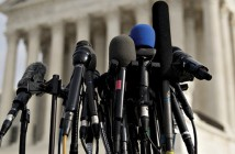 מיקרופונים של מסיבת עיתונאים